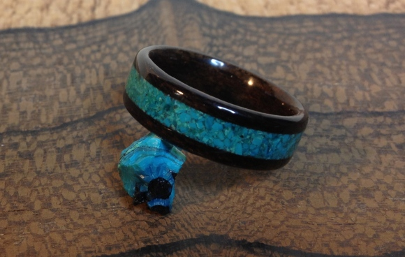 Ziricote wood ring with a crushed Chrysocolla inlaid band